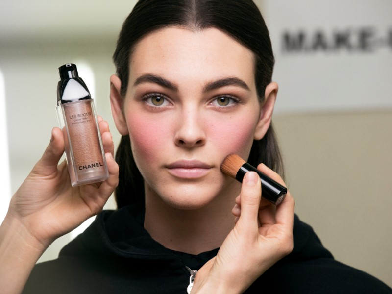 Les Beiges Eau De Teint (or Water-Fresh Tint), which comes with an angled compact brush will be launching in end April 2019. Image courtesy of Chanel.