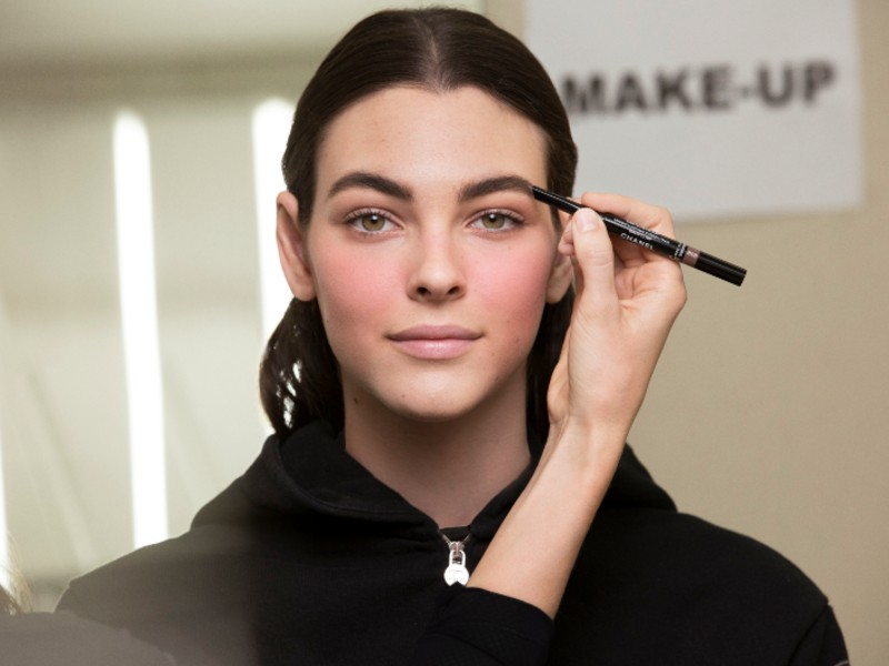 Pica is using the Stylo Sourcils Waterproof, a defining long-wear eyebrow pencil here. Image courtesy of Chanel.
