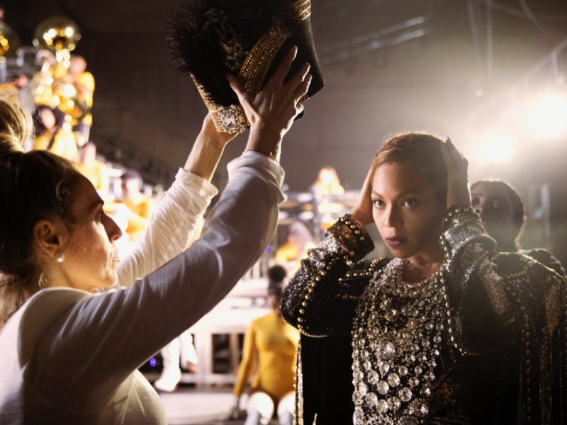 Beyoncé readying for her crown in her Netflix documentary, Homecoming. Image source: Netflix