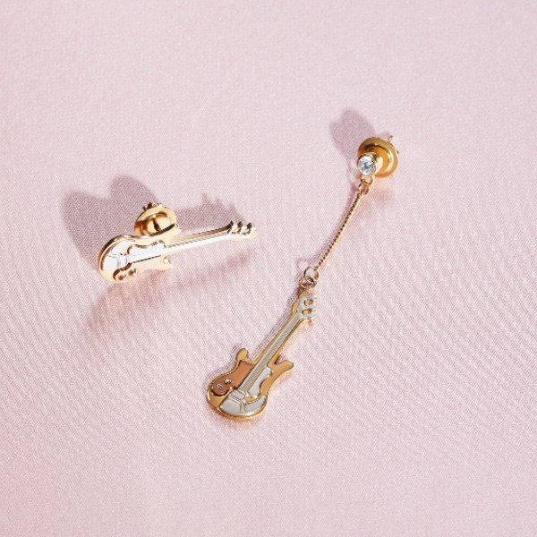 A pair of mismatched guitar earrings in 18-carat gold and a singular diamond, available at S$5,280.